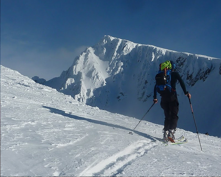Espectaculares montañas en los Alpes de Lyngen nos acompañan en nuestras ascensiones.